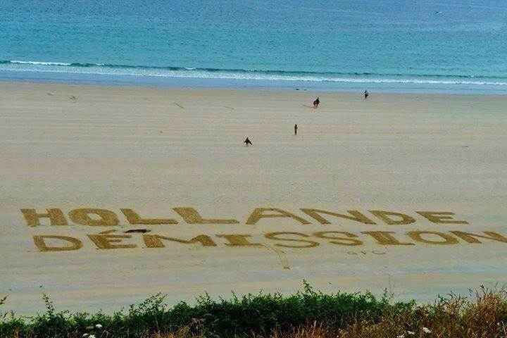 Hollande démission à la plage